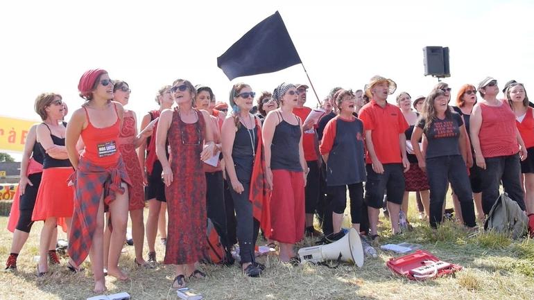 100 000 pas à Bure, 7 juin 2015 - la chorale des sans-nom (Nancy)